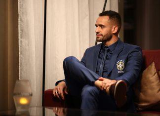 Renato Augusto veste Ricardo Almeida
