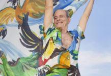 Gi Lancelotti e Ney Matogrosso posam juntos em campanha