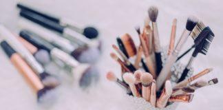 Como higienizar pincéis de maquiagem