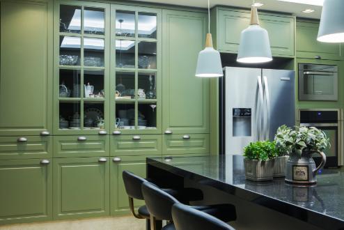 Projeto de cozinha em estilo americano da arquiteta Elke Fadel da Simonetto Ponta Grossa