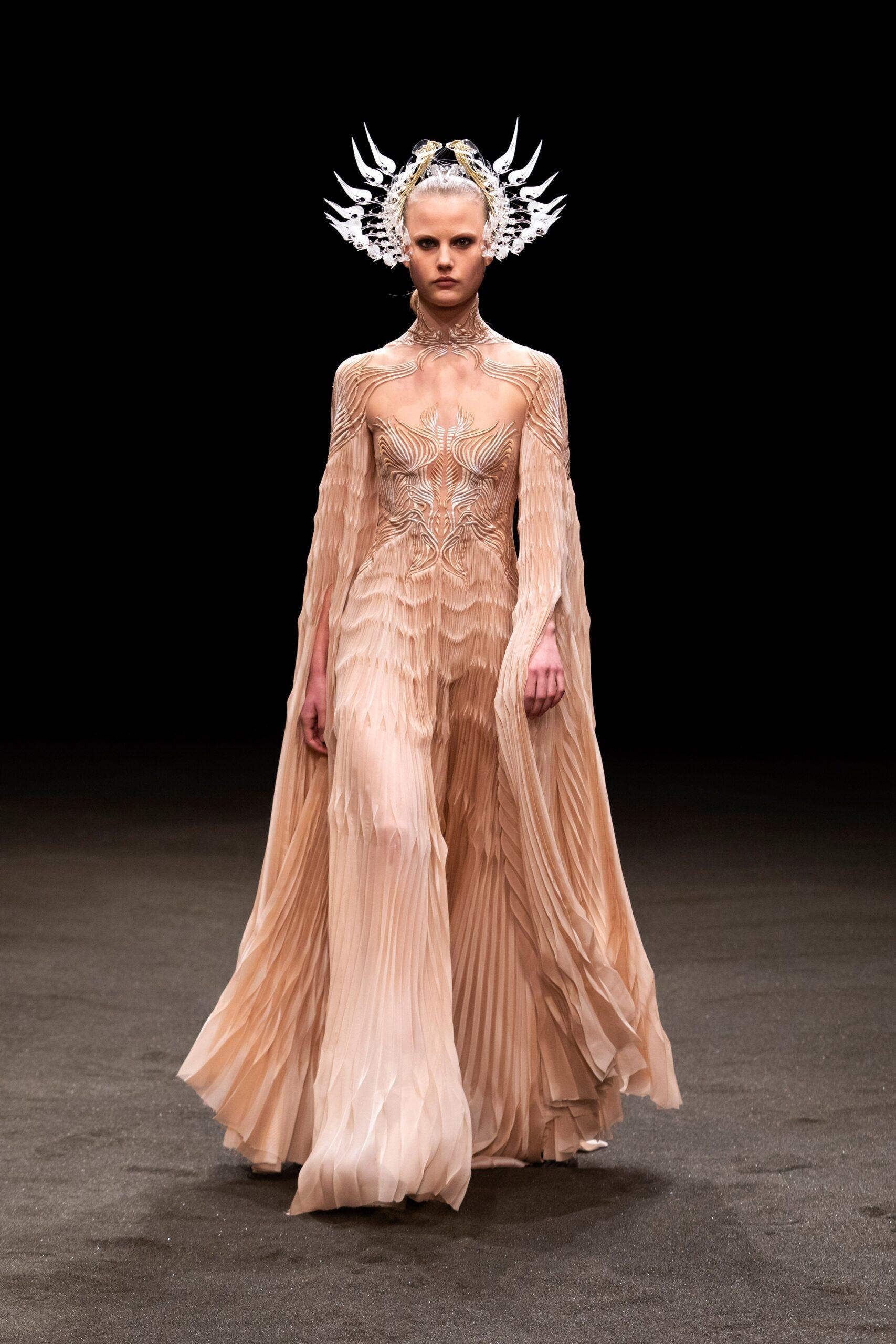 00010 Iris van Herpen Couture Spring 21 credit Gio Staiano