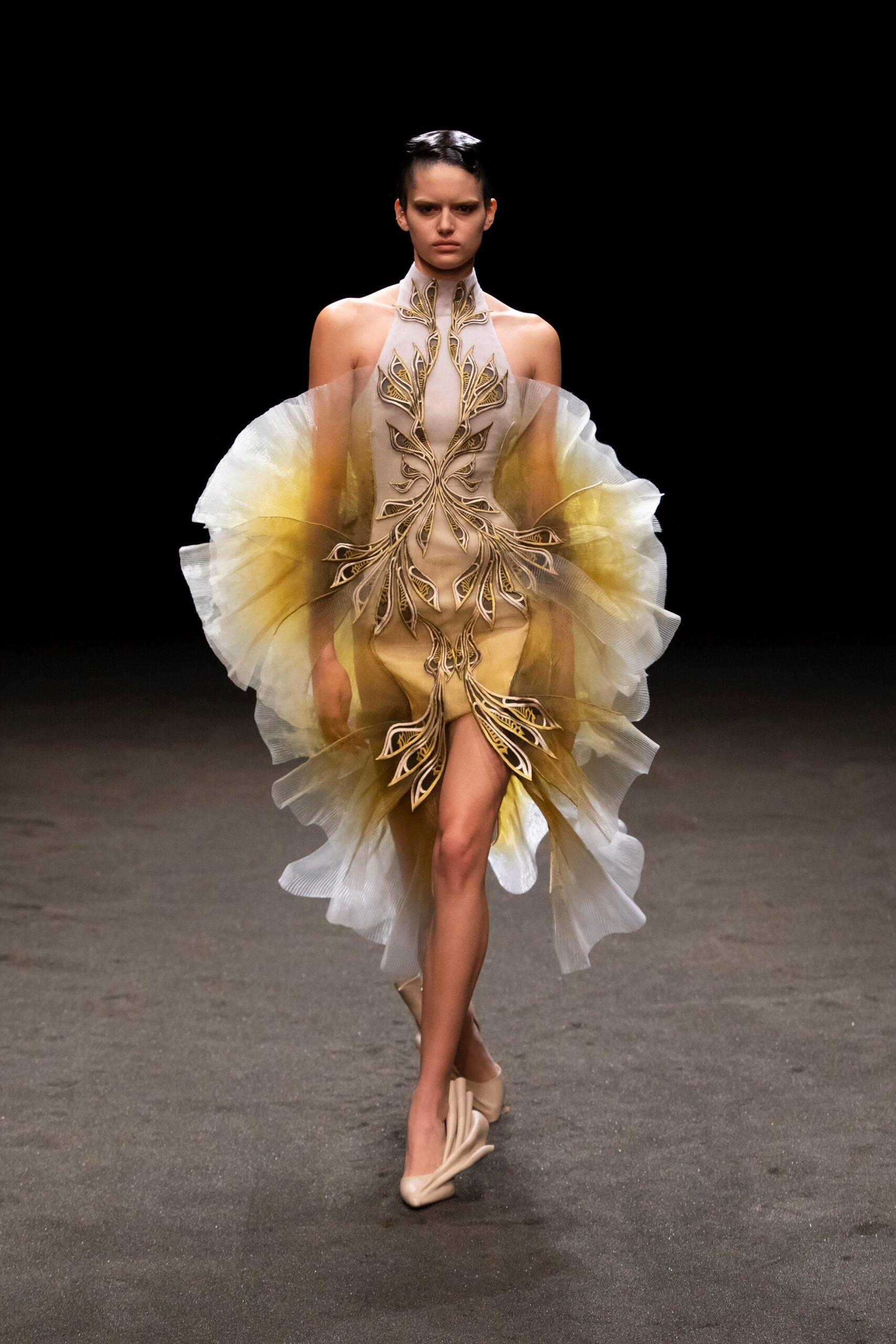 00020 Iris van Herpen Couture Spring 21 credit Gio Staiano