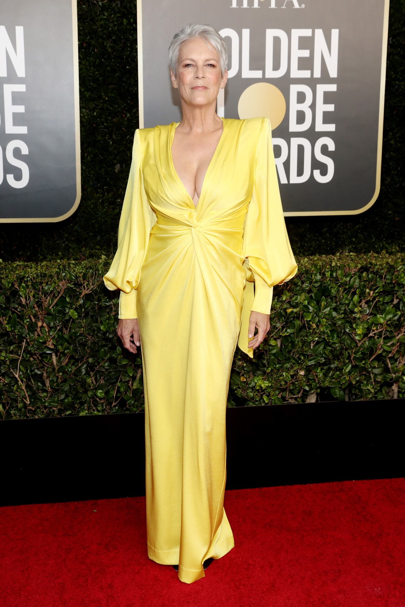 2021 golden globes all the looks jamie lee curtis